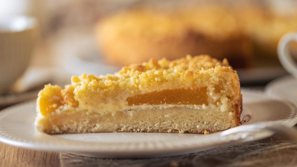 einfacher Streuselkuchen mit Pfirsichen