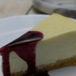 NY Cheesecake mit Heidelbeersauce