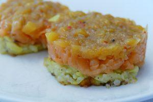 Rösti mit Lachs und Mango-Chutney als Topping