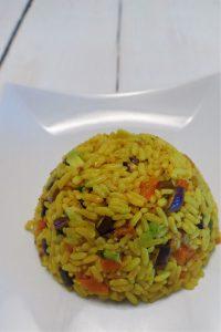 Reissalat angerichtet