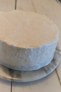 Mango - Marshmallow Torte eingedeckt