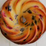 Buttermilch Guglhupf mit Heidelbeeren