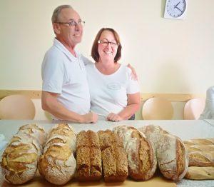 Brotbäcker Dirks mit Ehefrau im Brotbackkurs