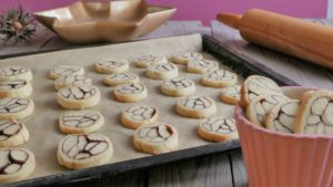 Cinnamon-Marble Cookies backen