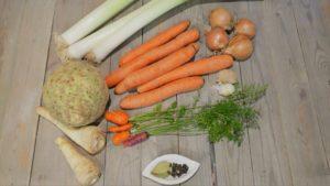 Wurzelgemüse für eine vegane Suppe