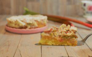 einfaches Rezept für Rhabarberkuchen mit Baiser