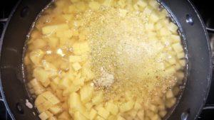 Kartoffeln in Brühe