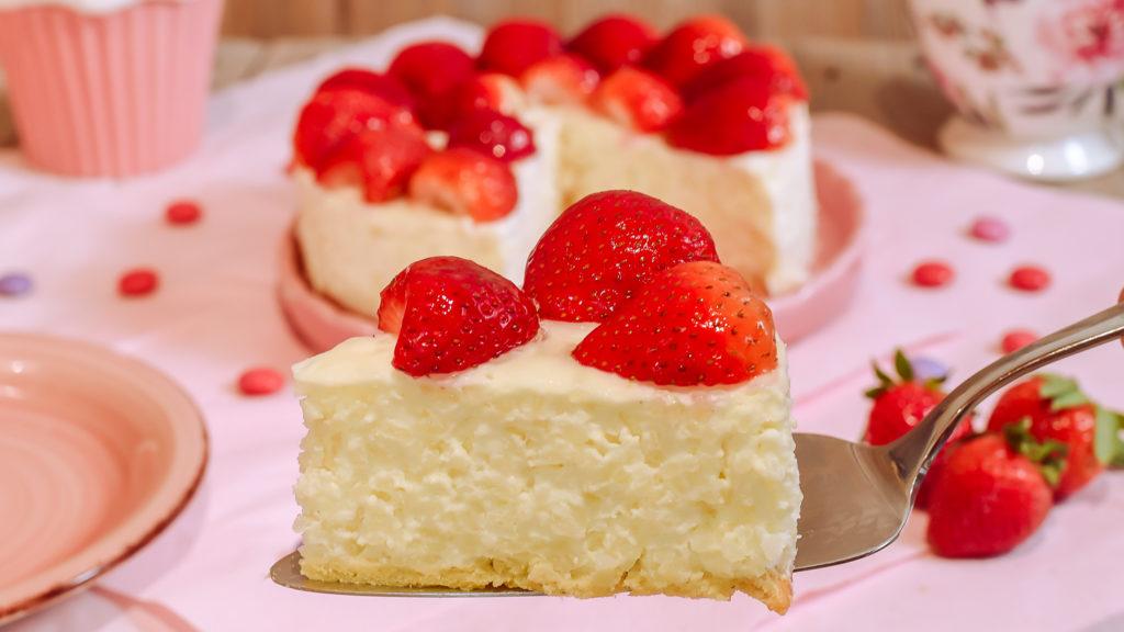einfache Milchreistorte mit Erdbeeren