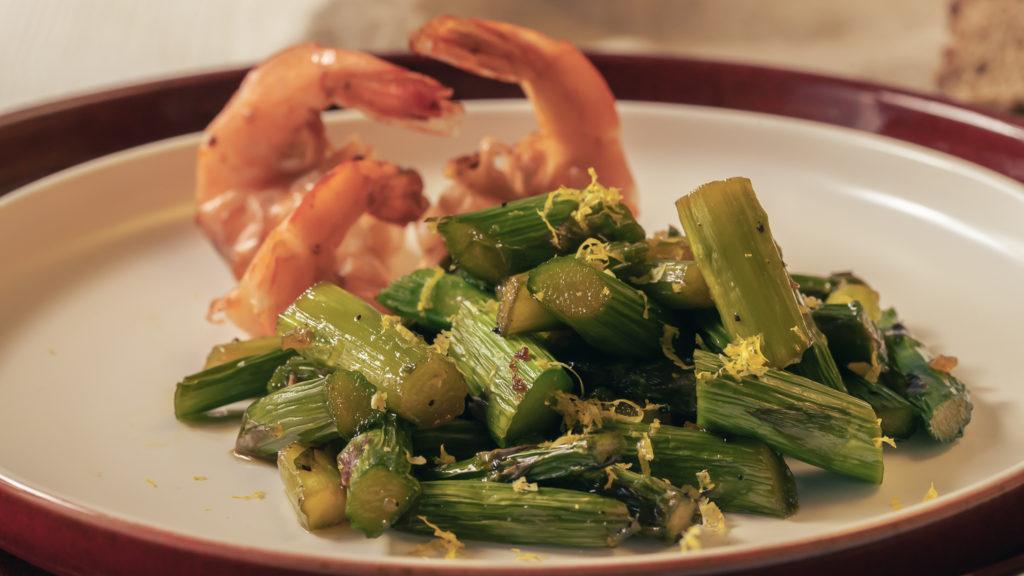 gebratener grüner Spargel vegetarisch